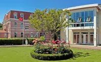 Американская средняя школа Üsküdar.jpg