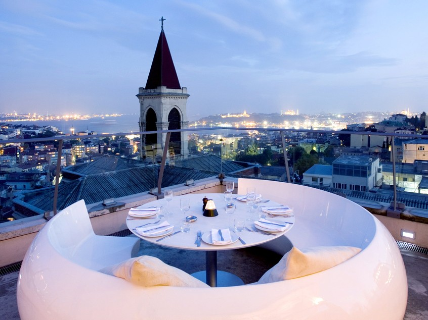 Бар в Стамбуле
