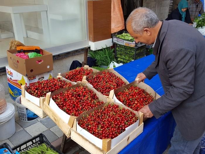 Рынок в Стамбуле. Весна в Стамбуле. Турецкая вишня.